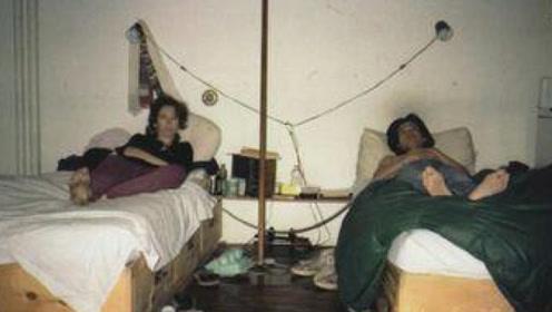 """艺术家男女""""疯狂测试"""",用一根麻绳拴在一起,每天生活绝不同床!"""