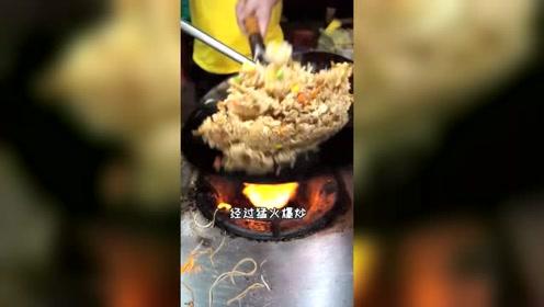 广州这家神秘炒饭摆摊不到一年就火遍全网,吸引了全国各地大神来打卡