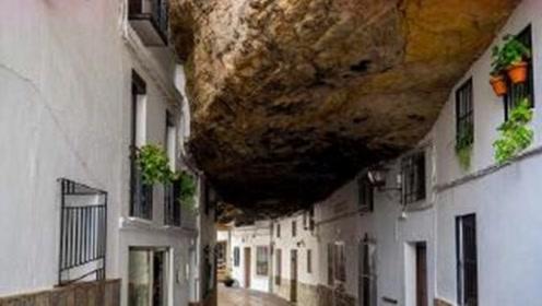 """被""""巨石""""压了6个世纪的小镇,人们不担心石头,却只担心这个!"""