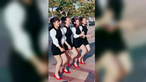 这四大美女真不愧是学校的校花,这大长腿真性感啊