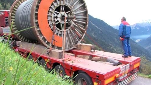 真是老司机!带着48吨电缆,翻山越岭爬上2000米的高山!