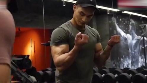 中国健身小哥,肱二头肌练的像萝卜一样大,诀窍原来在这儿
