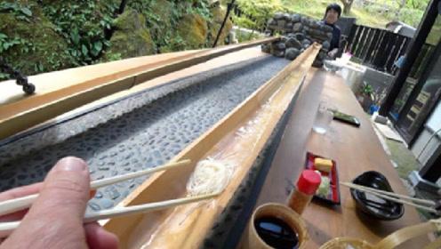 """日本最火爆的""""流水素面"""",游客体验后却吐槽:吃法太恶心了!"""