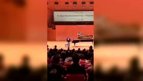 热血沸腾 《我的祖国》响彻香港大会堂 11月19日晚