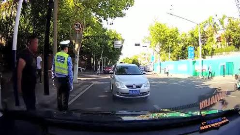 """交警:女司机还真是麻烦!""""马路杀手""""的绰号不是白叫的"""