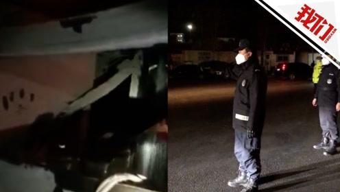 兰州一载29吨苯胺槽车碰撞后泄漏 民警戴防毒面具警戒处置