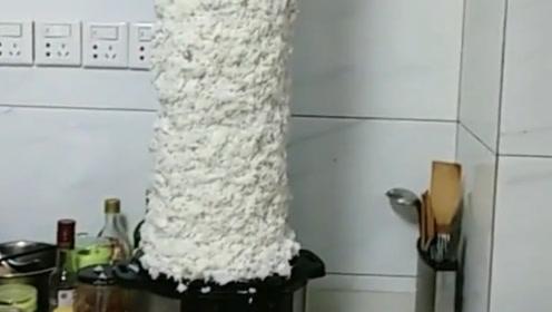 搞笑视频:让老公给蒸锅米饭 你这是蒸了个定海神针吧