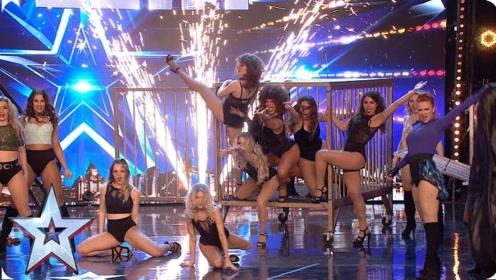 """达人秀:史上""""最强""""魔术,凭空变出12位美女,惊艳所有人!"""