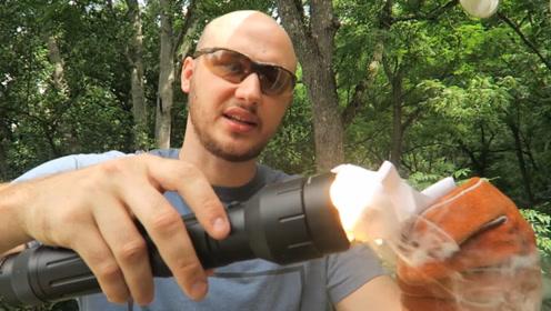 国外这款手电筒,用它还能烤熟鸡蛋?光通量达4100流明,不服不行
