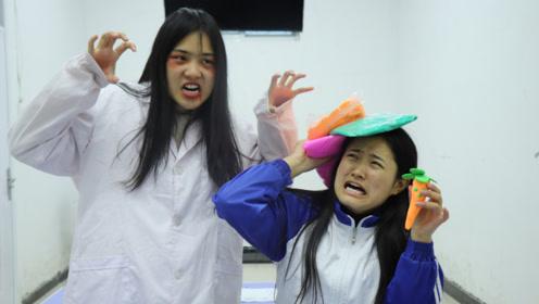 小七遇到贞子,吓得一激灵,没想是一场黏土保卫之战,真逗aaa