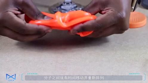 神奇的防护材料,捏着像面团,撞击后却很坚固,能帮助很多人