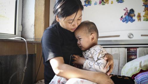 母亲为省痰盂钱让重症儿子用水桶解手 一次化疗却花光了卖房款