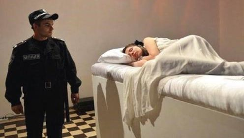 """乌克兰最""""奇葩""""的活动,美女会躺在床上,谁亲醒了就可以娶走!"""