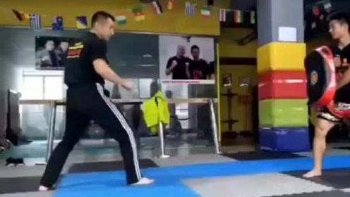 真正的截拳道高手,一脚就能看出深厚的功力,心疼男陪练