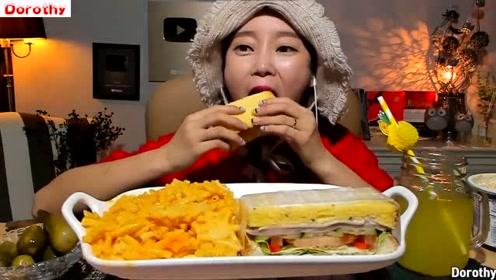 韩国吃播Dorothy多萝西吃三明治配美版芝士,一点也不腻很好吃~