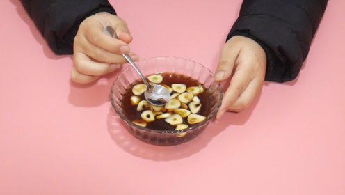 大蒜加红糖一起泡水喝,解决了许多男士的大烦恼,学会告诉家里人