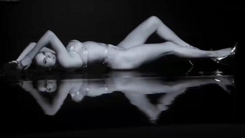 气质黑丝迷人诱惑,完美的身材真是耐人寻味