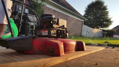 老外用废旧除草机改造成混凝土摊铺机,网友:这都能去接私活了!