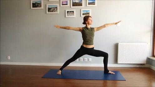 瑜伽练习,教练太瘦,动作简单舒展,适合每天习练