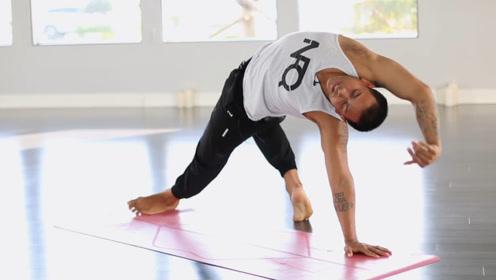 深度瑜伽练习,肌肉男也能这么柔韧,无运动伤害,每天可练