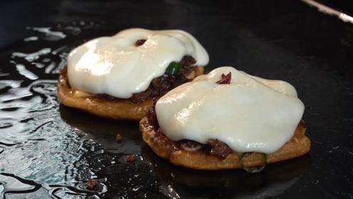 韩国街头爆款小吃:铁板三明治!我们这都叫它肉夹馍,你那叫什么