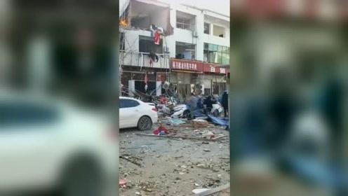 河北赞皇一商铺爆炸已致2伤 周边多个商铺门窗玻璃被震碎
