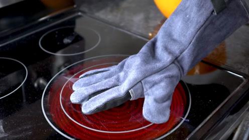 隔热手套的耐热极限是多少?小伙亲测,结果太震撼了!