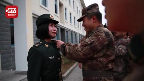 全连战友集体送别退伍女兵 离别时她痛哭的样子令人心酸