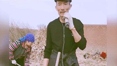 大叔在农村种地可惜了,歌唱这么好听,真是屈才了!