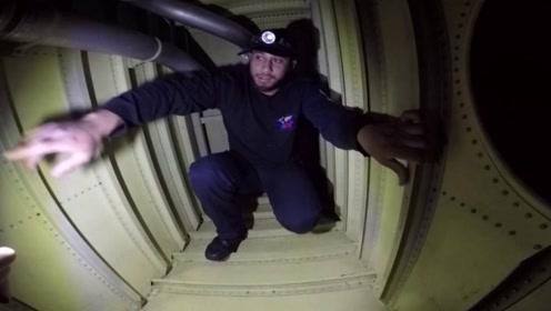 飞机油箱是啥样?大叔好奇钻进去,内部景象让人大开眼界!