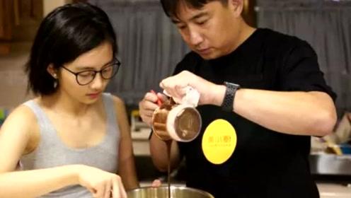 黄磊跟女儿在家做蛋糕,多多穿背心出镜,网友:手臂好有肉感