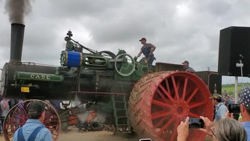 100年前拖拉机,号称当时最大拖拉机,网友:感觉能拉动一座山