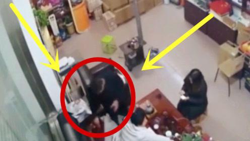 男子进店讨水喝,一看只有两名美女,下秒按耐不住了!