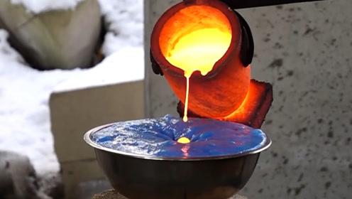 1100℃的岩浆温度有多高?倒进史莱姆里,产生的画面让人意外