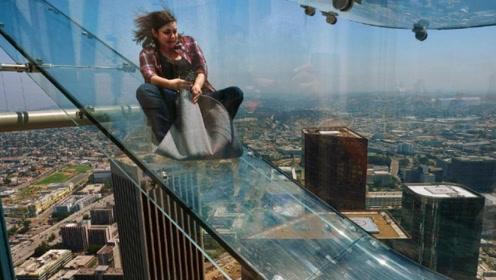 全球最刺激的滑梯,悬挂在300米的高空上,你想体验一下吗?