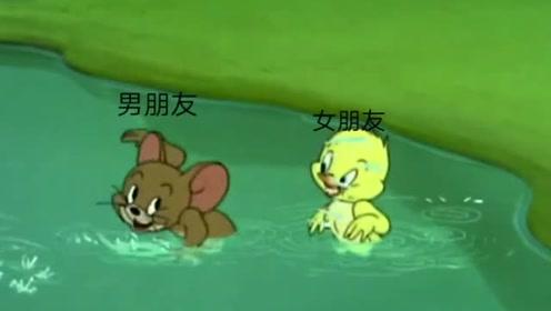 男朋友教你游泳的样子!成了女朋友的依靠! 像极了爱情!