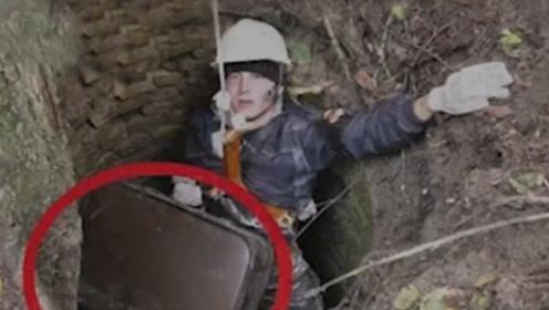 老外探险发现枯井,打捞出一个皮箱,打开的瞬间惊喜不已!