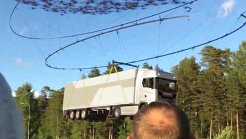 用2000架无人机能将40吨的卡车,吊上天吗?老外开挂实验
