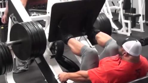 健美界的肌肉巨兽,体重290磅,逆天坦克背吓哭小朋友