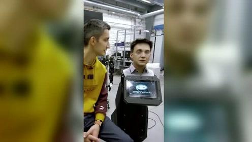 克隆任何人外貌的机器人,某种程度上它能实现我们的家庭成员永生