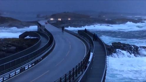 全球最危险的公路,稍一减速就翻车,一路狂飙才能开到终点!