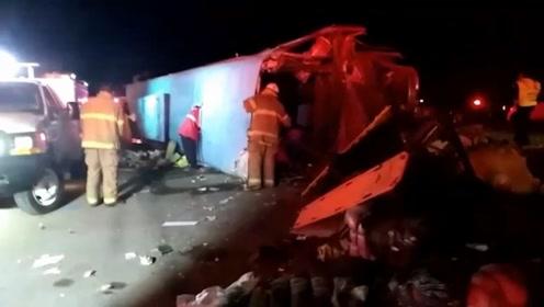 墨西哥一客车失控撞墙 造成14人死亡20多人受伤