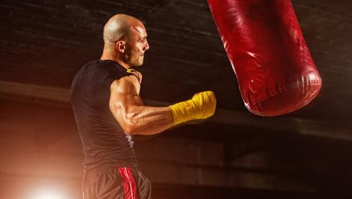 跑步机上练拳击,顺便还能健个身!