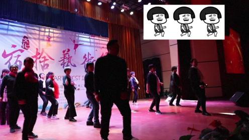 嗨翻全场!郑州一大学18位宿管齐跳抖肩舞:孩子们开心就行