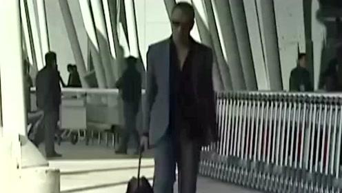 红雷哥果然是做黑老大的料,一身西装配上大金链子,走起路来太帅了!