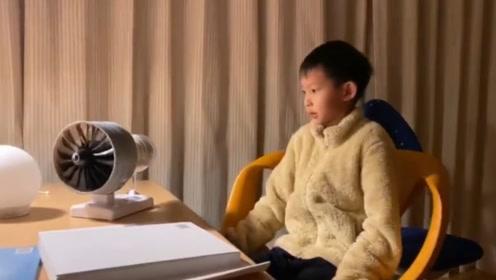 小小天才!姚晨儿子和爸爸做出飞机发动机模型,小土豆试验成果一脸小傲娇