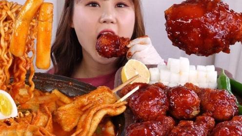 随心吃美食:吃美味香辣年糕 大鸡腿