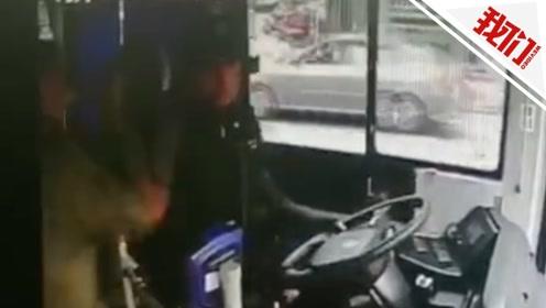 浙江苍南七旬男子殴打公交车司机致车辆刮擦 警方:男子被刑拘