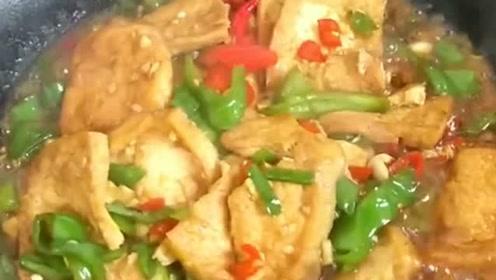 有人说我炒菜是不放肉,吃肉就要大块吃,炒在菜里面有啥好吃的呀!
