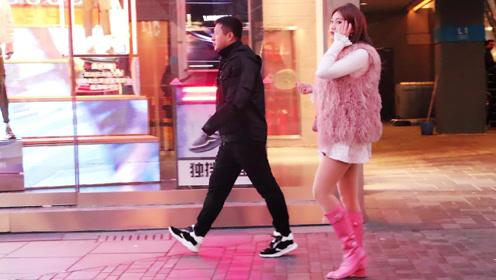 光腿神器配粉色长靴,长腿美女彰显少女情怀真好看